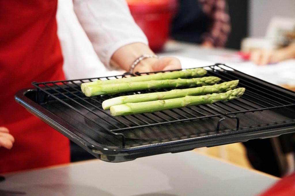 ヘルシオ ソフト蒸しでアスパラガスを調理