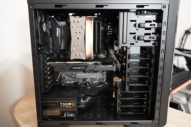 サイコムBTO PC 正面