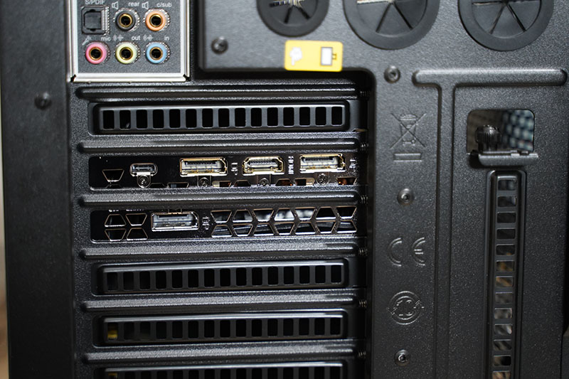 サイコムBTO PC 背面GPUポート