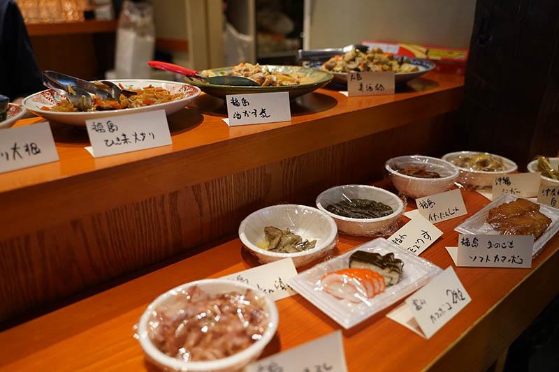 壌 大手町カウンターに並ぶ料理の数々