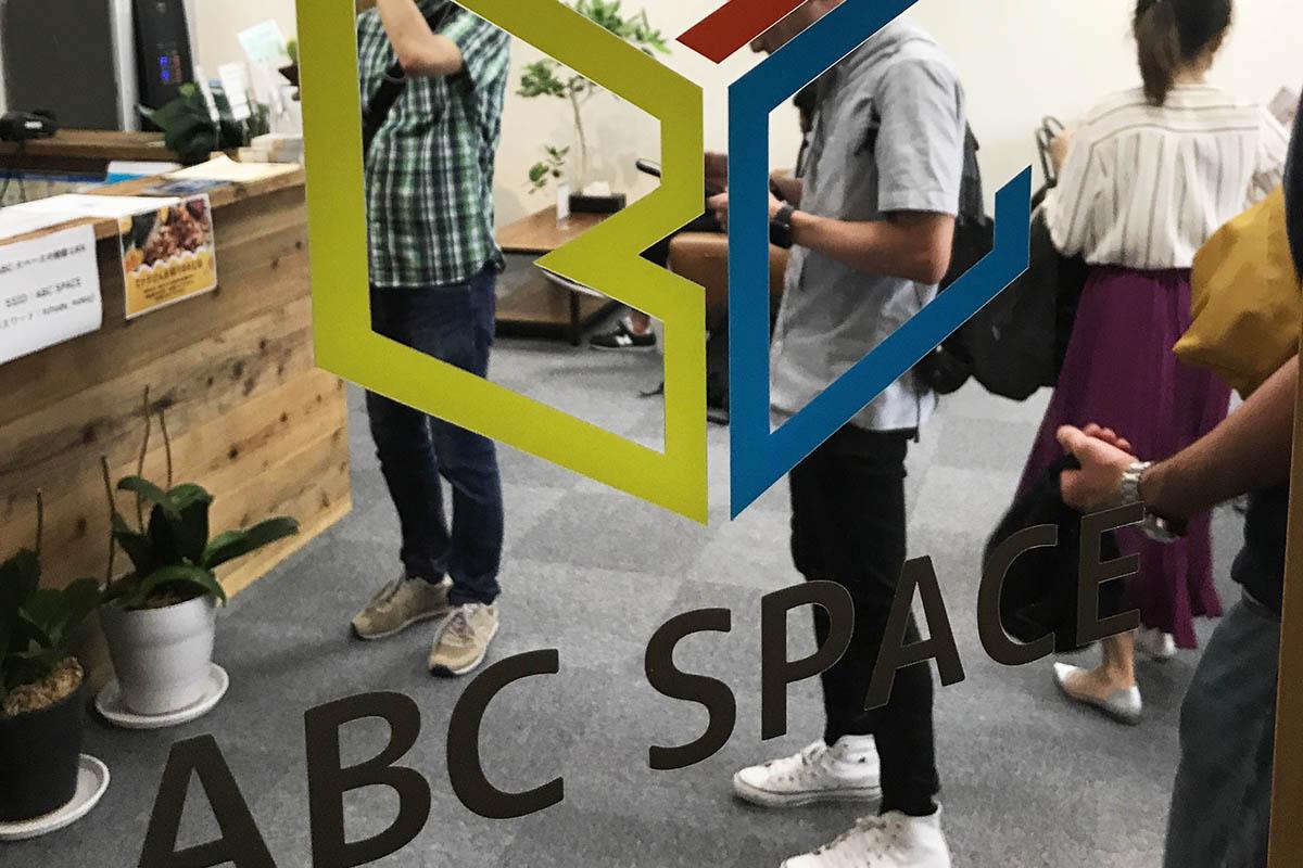 ABCスペースの扉