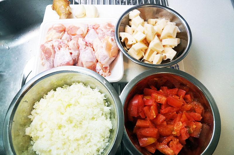 第1位:手羽元チキンの無水カレー 食材準備