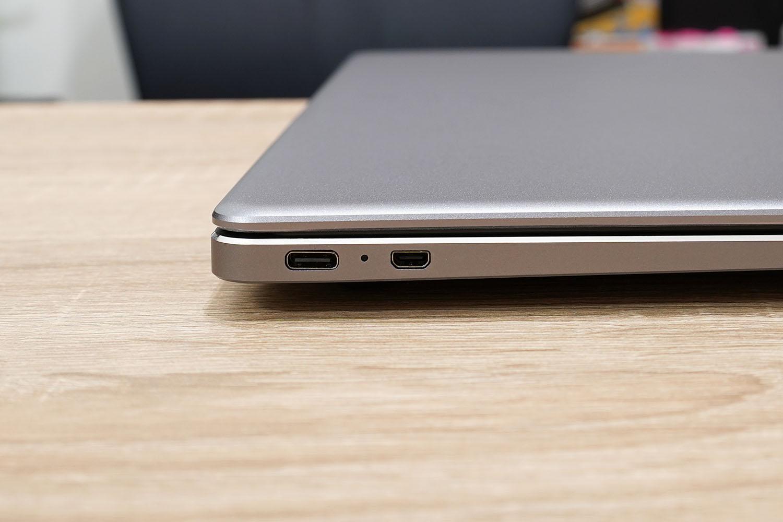 CHUWI LapBook Pro 14.1 左ポート