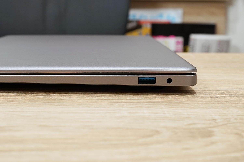 CHUWI LapBook Pro 14.1 右ポート