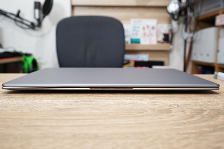 CHUWI LapBook Pro 14.1 正面ヒンジ閉
