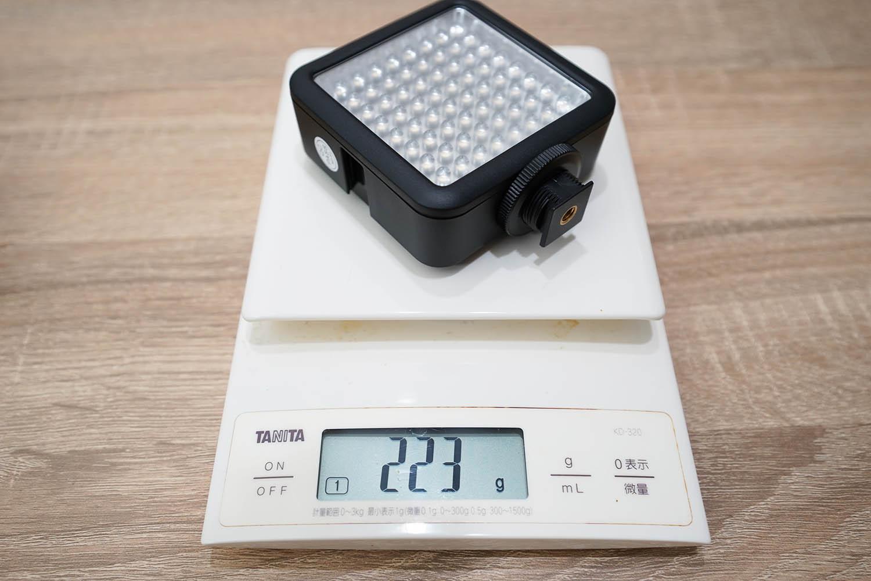 Godox Video Light 64の重さは電池込で223g