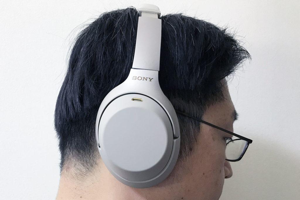 ソニー WH-1000XM3:装着状態(横顔)
