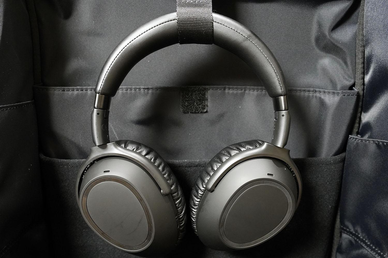 ゼンハイザー PXC 550-II:本体を「ひらくPCリュック」に装着