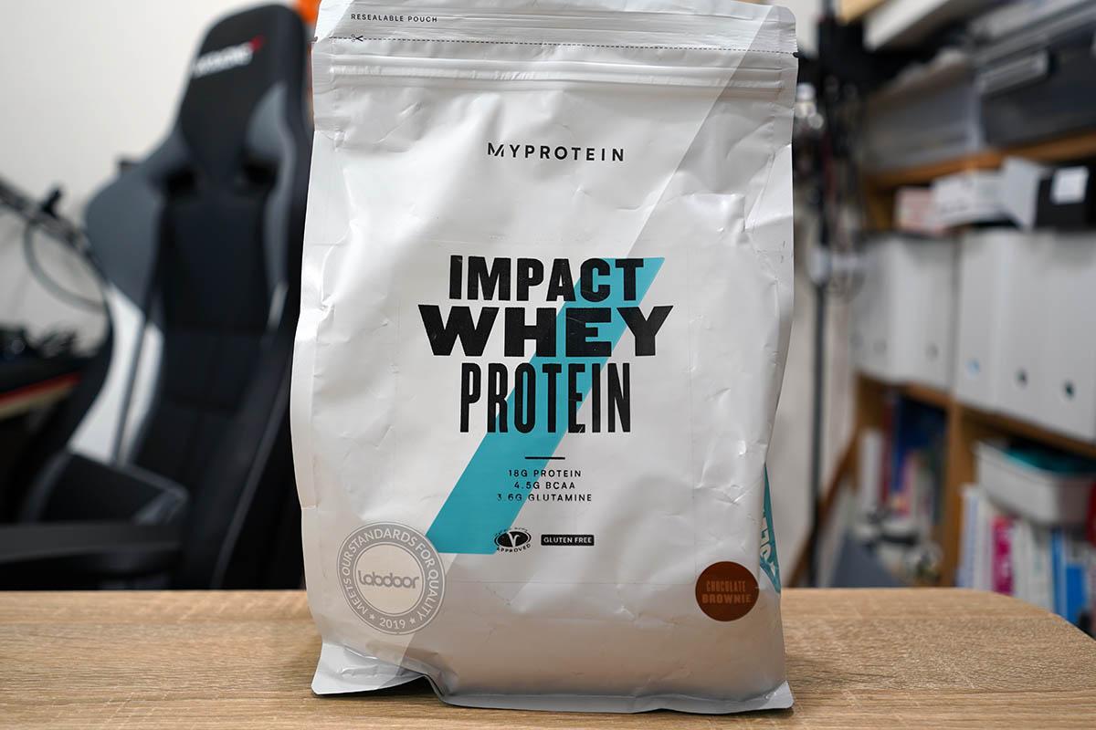 マイプロテインのImpactホエイプロテイン:コーヒーキャラメル味 パッケージ