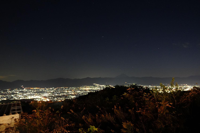 ほったらかし温泉からの夜景(富士山)