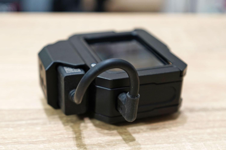ulanzi G8-5 Vlog Cageに3.5 mmマイクアダプターを収納したところ