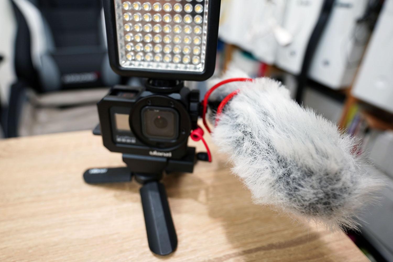 ulanzi G8-5 Vlog CageにRode VideoMicroとGodox LED 64を装着(正面)
