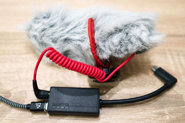 3.5 mmマイクアダプターにマイクとUSB Type-Cケーブルを接続したところ
