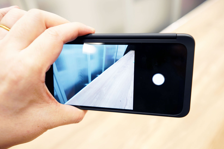 LG G8X ThinQ:その場合インカメラの自撮りモードを外撮影に使用する