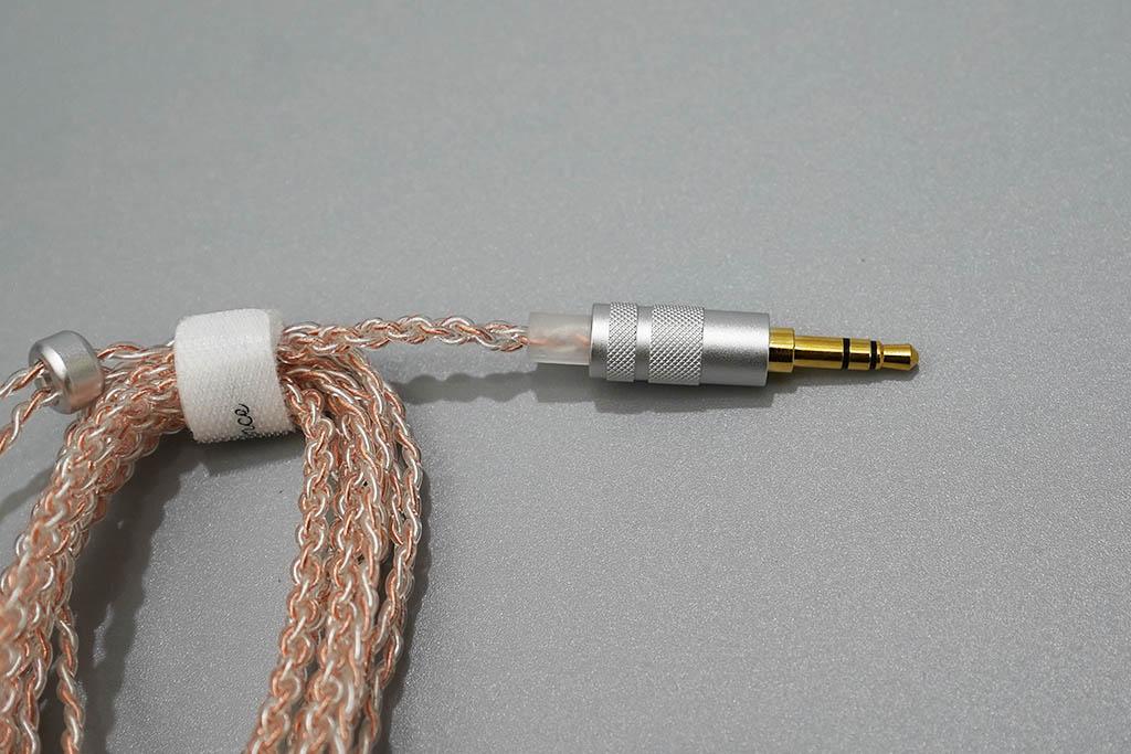 SIMGOT MT3 Pro:ケーブルのアップ