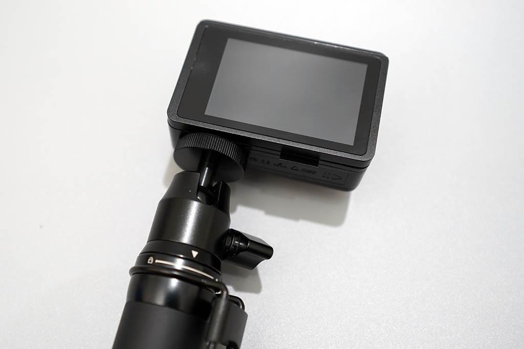 Mokacam Alpha3 アクセサリ 自撮り棒装着シーン