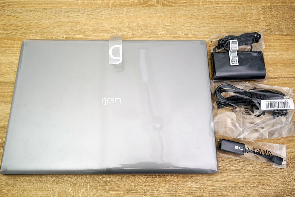 LG gram 17Z90N:本体とアクセサリ