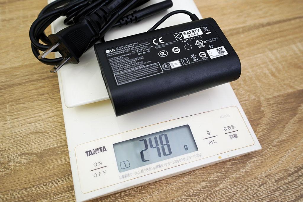 LG gram 17Z90N:ACアダプタは248g
