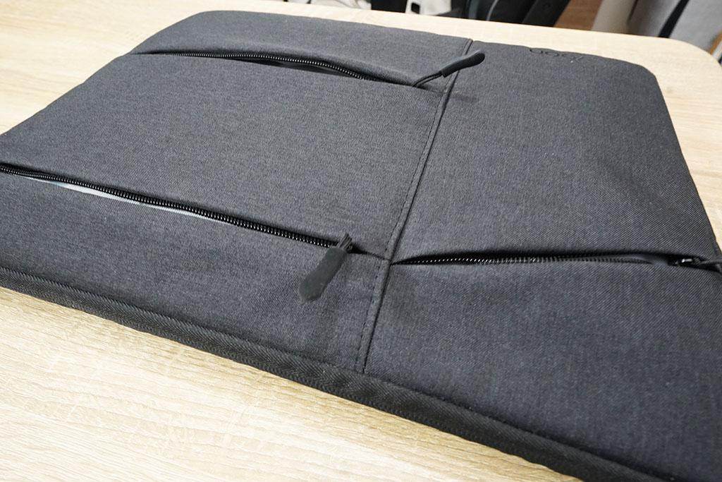 EvoonノートPCケース:外側に3つのポケット