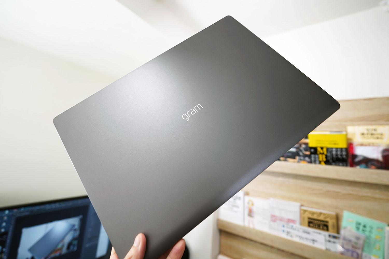 LG gram 17Z90N:指先で持てる17インチ最新スペックノートPC