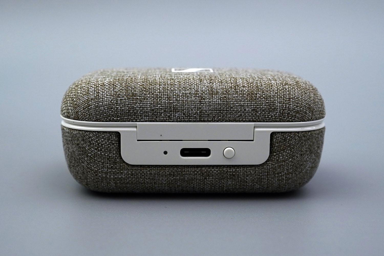 MOMENTUM True Wireless 2:充電ケース背面
