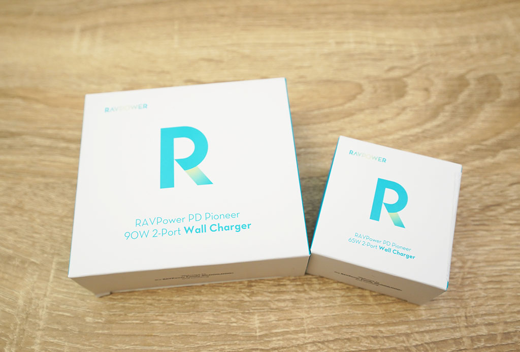 RAVPower RP-PC128(左)とRAVPower RP-PC133(右)パッケージ