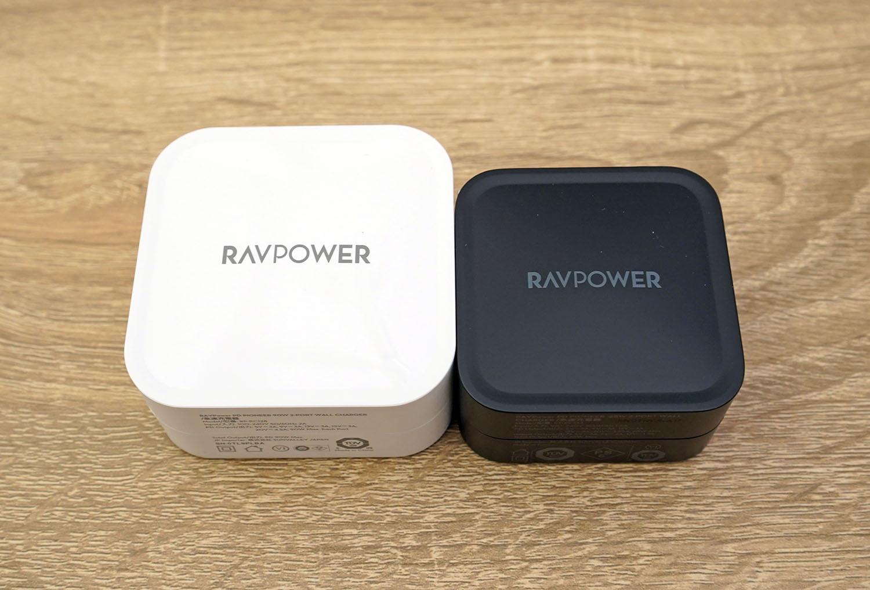 RAVPower RP-PC128(左)とRAVPower RP-PC133(右)を並べてみた