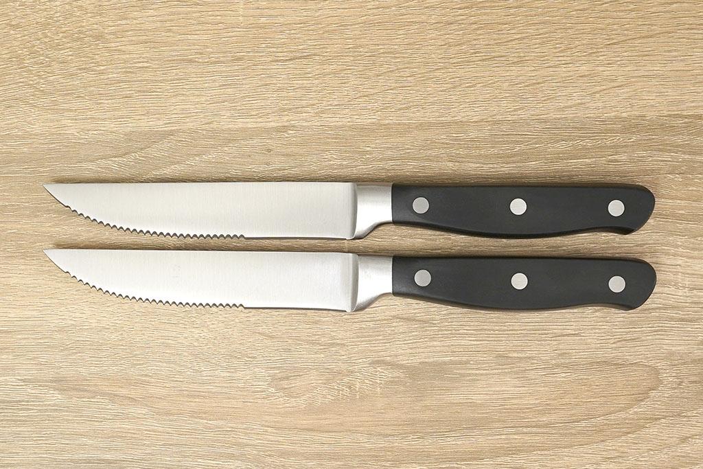 Amazonベーシック:プレミアム ステーキナイフアップ
