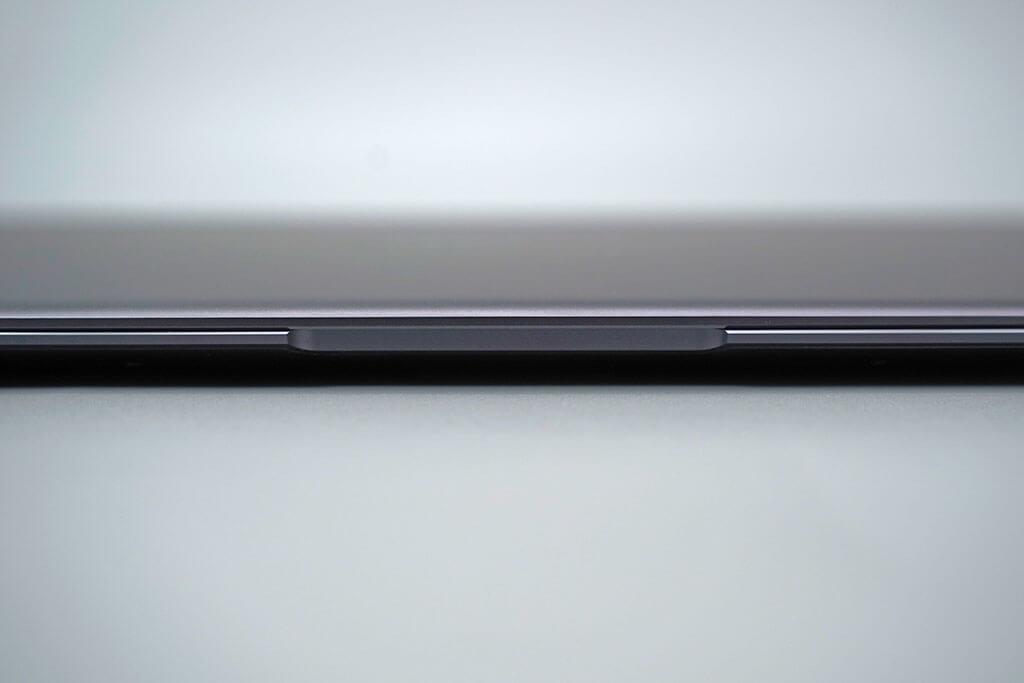HUAWEI Matebook X Pro:本体前面のディスプレイ部分の加工。丁寧で精緻