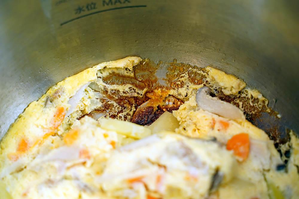 ステンレス製内鍋だと焦げ付きが激しいです